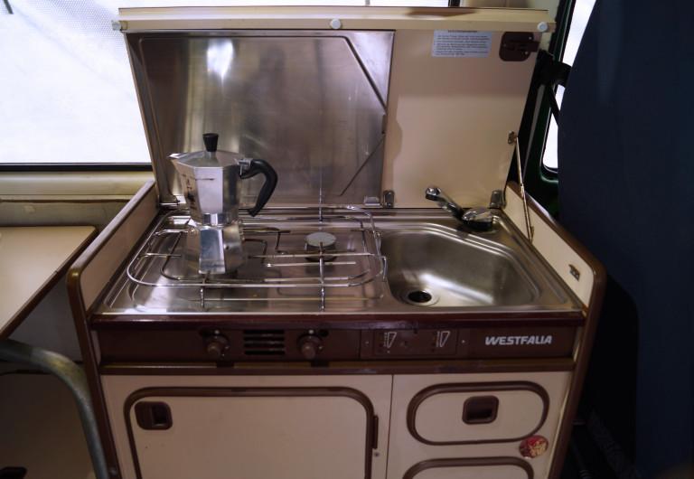 Campingausstattung eines VW T3 mit Küchenblock von Westfalia