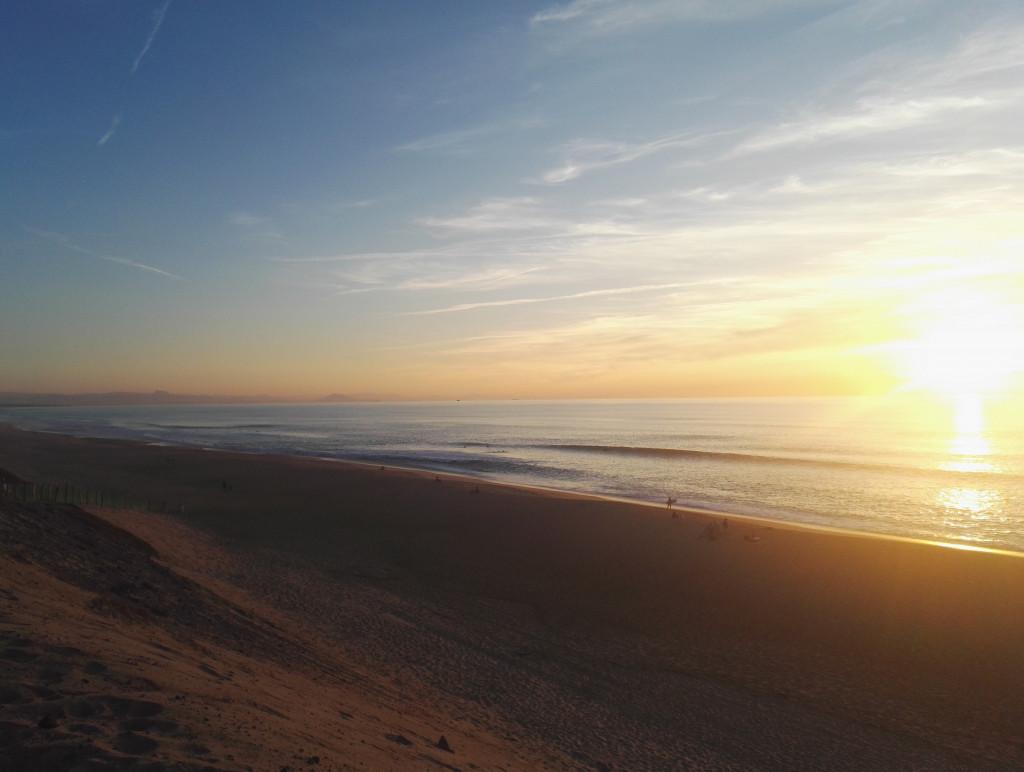 Sonnenuntergang an Düne und Meer in Capbreton