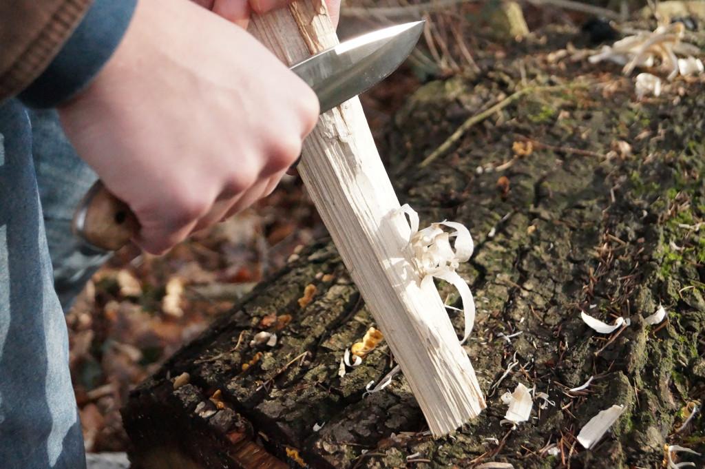 Grillanzünder DIY Featherstick schnitzen