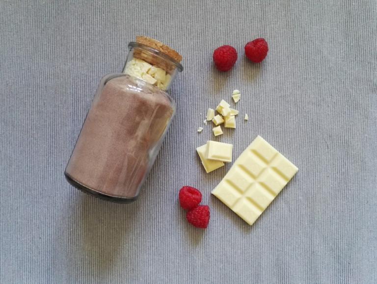 DIY Brownie Mix selbstgemacht mit weißer Schokolade und Himbeeren