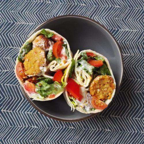 Harissa Falafel Wrap mit Tsatsiki