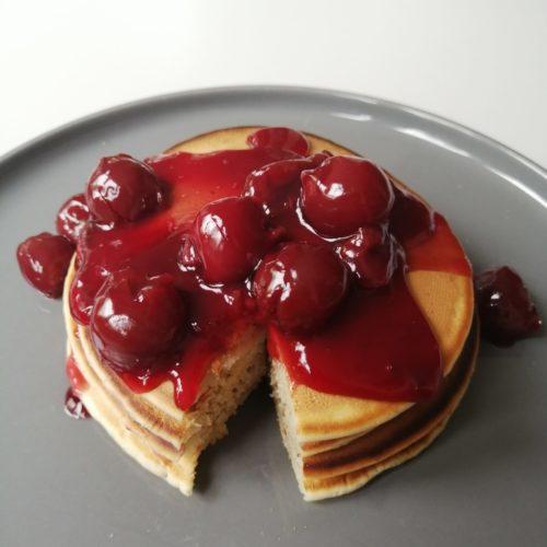 Pancake mit Kirschen