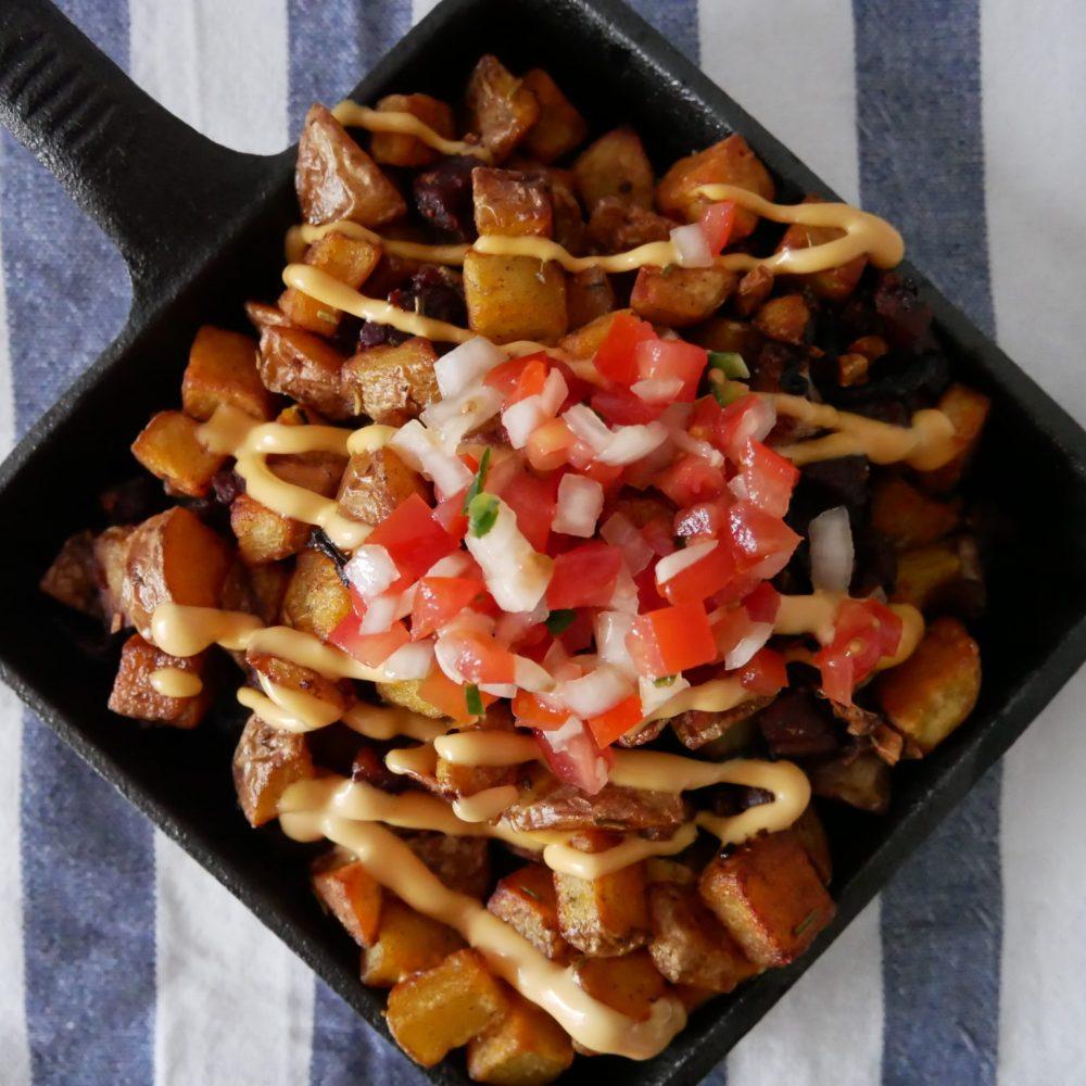 Camping Rezept Kartoffel, Pico de Gallo, Chorizo, Knoblauch, Sriracha Mayo